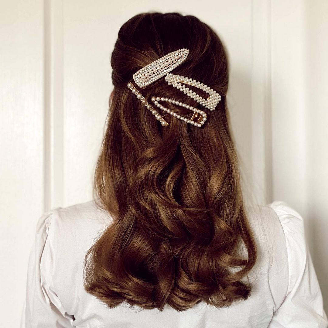 Are hair clips still in style in 2021?